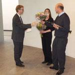 Pfarrer von Egidy bedankte sich ebenfalls, auch im Namen der Besucher, mit Blumensträußen