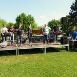"""Die Schülerband der Dr. Karl-Kroiß-Schule spielte hier das Lied: """"Ich liebe diese Tage ..."""""""