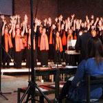 """Bei dem Lied """"Halleluja"""" von G. F. Händel klatschten auch zahlreiche Besucher mit"""