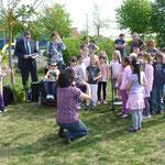 """Kinder der LF-Schule Kl.  1a singen das Lied: Es tönen die Lieder"""""""