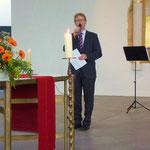Pfarrer v. Egidy begrüßte die Besucher, stellte die neue Orgel kurz vor und dankte allen Spendern und Helfern