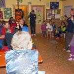 Anja Pertler und Vanessa Meyer begrüßte im Spielhaus die Gäste