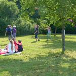 Die Kinder von der Mittelschule 6a beim Ballspielen