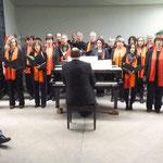Es singt der Chor Voices. Am Flügel: Fred Elsner