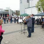 25 Bläser vom Bund Christlicher Posaunenchöre Deutschlands kamen auch zu unserem Fest und unterhielten die Besucher eine Stunde lang mit Blasmuslk