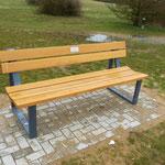 """Der BVH stiftete eine Sitzbank die vom Gartenamt aufgestellt wurde und """"taufte"""" sie auf dem Namen: Tunnelbank"""