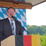 Herr Eck, Innenstaatssekretär aus München sagte im Hinblick auf die Demonstranten zu, dass die Zahlen und Argumente der Tunnel-Befürworter nochmals geprüft werden