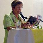 Auch Irmgard Ingendahl liest aus Büchern Geschichten über Wein und Schokolade vor