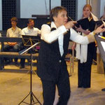 Die temperamentvolle Dirigentin des Chores, Irina