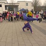 Breakdance-Vorführung auf dem Place de Caen