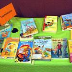 Zahlreiche Taschenbücher mit den unterschiedlichsten Themen
