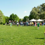 Der Turnierplatz mit Schülerband und Turnierleitung