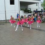 """Die """"Syrota-Tanzgruppe"""" mit einer finnischen Polka"""