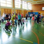 Lauf- und Bewegungsübungen in der Turnhalle