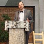 Personalreferent Georg Ruhsert eröffnet die Vernissage