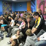 Proppervoll war der Zuschauerraum im Jugendzentrum