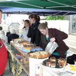 Die Jugendgruppe von St. Sebastian verkaufte Kaffee und Kuchen