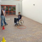 Mit dem Sportler-Rollstuhl beim 8er fahren