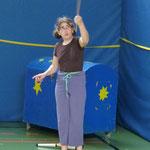 Dsa Mädchen konnte ganz gut den Teller jonglieren