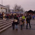 Zahlreiche Kinder kamen mit Begleitung zum Adventssingen