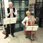 Miriam und Ernst-Martin Eras spielen beim Empfang in Gethsemane