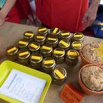 Am Basar gab es, von den Kindern hergestellte Gewürzmischungen und kleine Sonnenblumenbrote