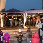 """Für vorweihnachtliche Stimmung sorgte die Musikgruppe """"Swinging Morlocks"""""""