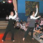 Die Modern-Tanzgruppe mit ihrer Vorführung