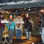 Die Bläser von St. Sebastian sorgten für eine vorweihnachtliche Stimmung. Der Schneefall half dabei mit