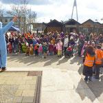 Zahlreiche Kinder kamen 20. Februar mit Begleitung um 14.°° zum Place de Caen