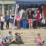 Ein Kinderchor mit Nikolas Kurenkow sang deutsche und russische Heimatlieder