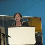 Bürgermeisterin Marion Schäfer überbringt die Glückwünsche der Stadt