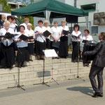 Der Chor unter Alexander Schröder trägt russische Lieder vor
