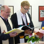 Gemeinsam segneten der kath. Pfarrer Kraus und der evang. Pfarrer v. Egidy die neue Unterkunft