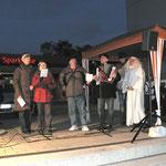 """Nikolay Kurenkov mit dem Chor """"Zusammen"""" singen in deutsch und russisch das Lied vom Tannenbaum"""