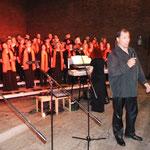 """Der musikalische Leiter des Abends, Fred Elsner, erhielt für seinen als Solist vorgetragenen Gospel-Song """"standing ovation"""""""
