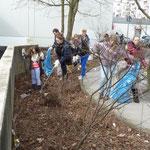 Beim Müllsammeln in der Römer Straße