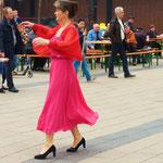 Frau Galina Poshelyuzhna führte einen Solo-Tanz vor