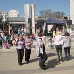 Die Line-Dance-Gruppe unter der Leitung von Elfriede Thomas mit Country-Tänzen