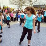 Ebenfalls vom Jugendzentrum, eine Mädchengruppe mit ihrer Tanz-Vorführung