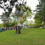 Der Maibaum wurde aufgestellt und alle Kinder riefen dabei: Maibaum steh auf