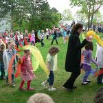 """Die Kinder KiGa Gut Heuchelhof sangen """"Komm und tanz mit mir"""""""