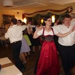 6 Paare der Banater erfreuten die Mitglieder des BVH aber auch die anwesenden Gäste im Restaurant mit ihren Tänzen