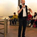Der Organisator der Kunstausstellung: Ernst-Martin Eras