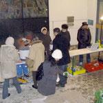 Kinderpunsch und Glühwein vom Weltkinderhaus waren bei der Kälte genau das Richtige