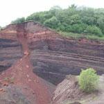 Der Blick in einen Aufschluss in einem Basaltsteinbruch ware sehr interessant.
