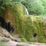 """Der Wasserfall """"Drei Mühlen"""" wächst wegen der Mineralablagerungen immer weiter."""