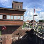 Schleuseneinfahrt für alle Segler und Motoryachten in Harlesiel