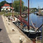 """rund um den Museumshafen finden Sie historische """"alte Kähne"""" die mehr als einen Blick Wert sind"""