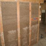 ... puis additionnée de sable et de chaux hydrolique avant de passer quasiment à sec à la bétonnière . . .